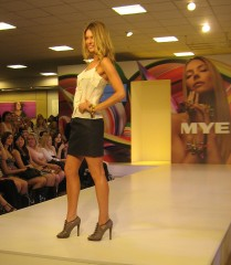 Jennifer Hawkins in Country Road models Myer's spring/summer collection