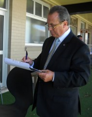Larry Olsen analysing the form at Eagle Farm. Source: Jemma Cutting